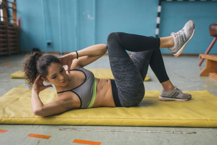 woman doing a core workout on the floor