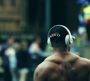 fit man listening to music wearing headphones