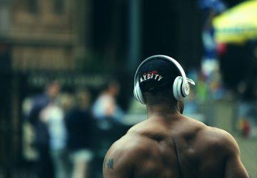 fit man listening to music wearing headphones